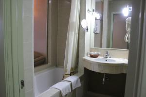 Un baño de Grand Aiser Hotel