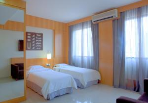 A bed or beds in a room at Royal Golden Hotel - Savassi