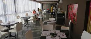 מסעדה או מקום אחר לאכול בו ב-ריץ בוטיק הוטל