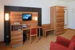 A television and/or entertainment centre at Hotel Sittardsberg