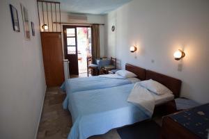Ένα ή περισσότερα κρεβάτια σε δωμάτιο στο Ξενοδοχείο Νεφέλη