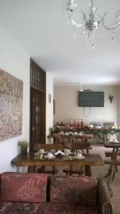 A restaurant or other place to eat at Pousada Pura Vida