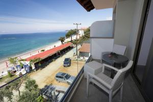 A balcony or terrace at Hotel Akti