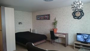 Кровать или кровати в номере Апартаменты на Марата