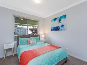 A bed or beds in a room at Albury Suites - Parkway Lane
