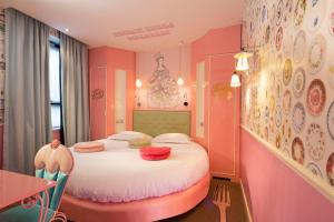 A bed or beds in a room at Vice Versa