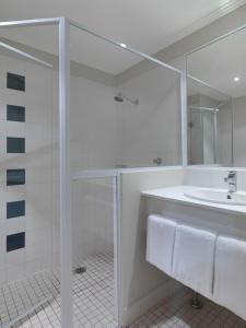Travelodge Hotel Sydney Martin Place tesisinde bir banyo