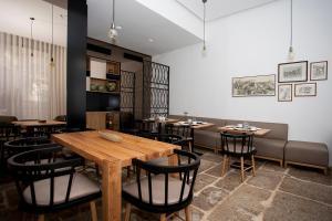 Een restaurant of ander eetgelegenheid bij Belomont52 Guest House