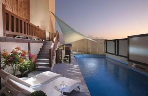 A piscina localizada em Ascott Sari Jeddah ou nos arredores