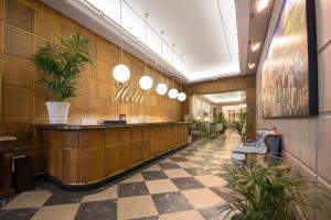 The lobby or reception area at Hotel Real Segovia
