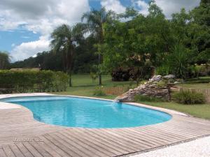 The swimming pool at or near Pousada Moinho De Vento