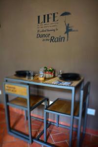 Un restaurante o sitio para comer en Stilnovo House