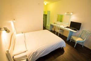 A room at Gray Manor Hotel