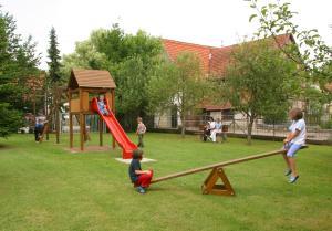 Ein Kinderspielbereich in der Unterkunft Hotel Restaurant Lamm