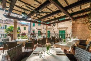 Ein Restaurant oder anderes Speiselokal in der Unterkunft Hotel Monte Cristo