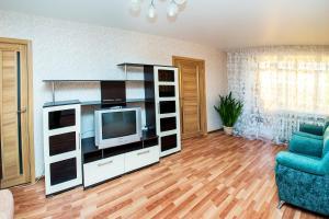 Телевизор и/или развлекательный центр в NSK-Kvartirka, Apartment Marksa 19