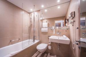 حمام في فندق إنترلاكن