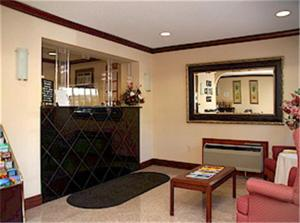 The lobby or reception area at Yorktown Motor Lodge