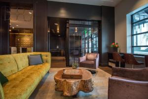 The lounge or bar area at Hotel Lucia, a Provenance Hotel