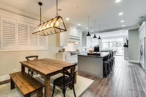 A kitchen or kitchenette at The Sono Chicago