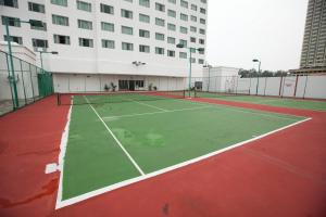 Tennis and/or squash facilities at Evergreen Laurel Hotel Penang or nearby