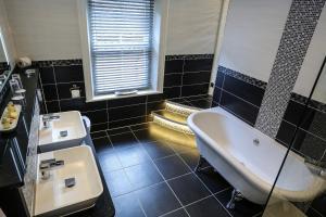 A bathroom at Derby Manor