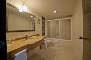 A bathroom at Aydinbey King's Palace