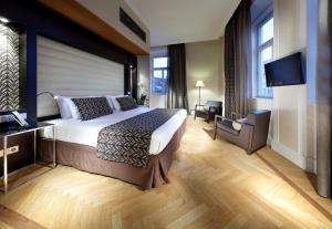 A bed or beds in a room at Eurostars Thalia