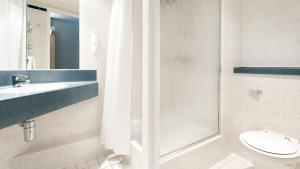 A bathroom at Holiday Inn Express London Limehouse, an IHG Hotel
