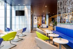 The lounge or bar area at Ibis Budget Bamberg