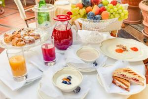 Breakfast options available to guests at Hotel Gambrinus