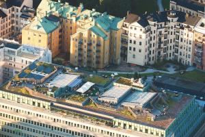 A bird's-eye view of Hotel With Urban Deli