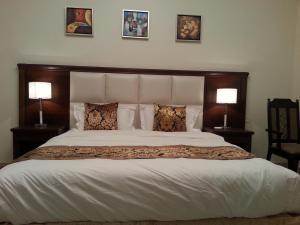 Um quarto em Lara Al Jawf Hotel Apartments