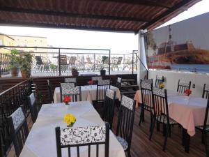 A restaurant or other place to eat at Pousada Pedacinho da Bahia