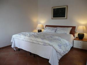 A bed or beds in a room at Palline