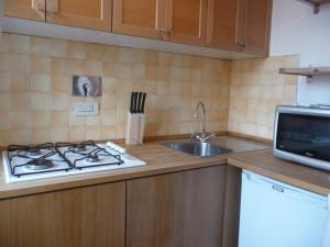 A kitchen or kitchenette at Palline