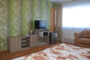 Телевизор и/или развлекательный центр в Inn Na Suzdalskoy