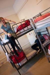 Un ou plusieurs lits superposés dans un hébergement de l'établissement Dover Castle Hostel