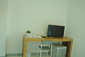 A television and/or entertainment center at V Suvarnabhumi วี สุวรรณภูมิ