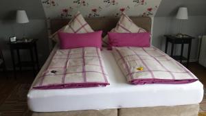 Ein Bett oder Betten in einem Zimmer der Unterkunft Ferienwohnung Prinz