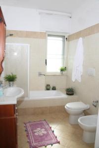 A bathroom at B&B Gelsimori