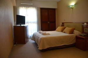 Una cama o camas en una habitación de Hotel Algeciras