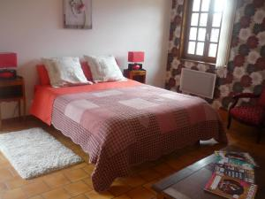 A bed or beds in a room at Parc de la Charmille