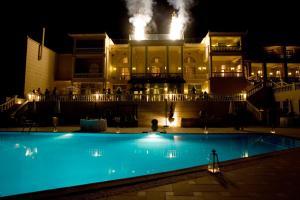 Πισίνα στο ή κοντά στο Mabely Grand Hotel