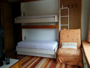A bunk bed or bunk beds in a room at Appartamento Artuik