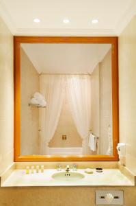 A bathroom at Hotel Geneve CD de Mexico