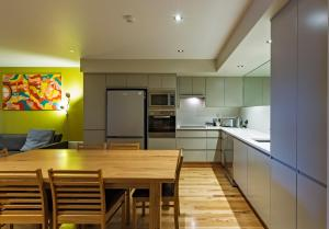 A kitchen or kitchenette at Altezza 1570