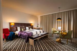 A bed or beds in a room at Bo33 Hotel Family & Suites