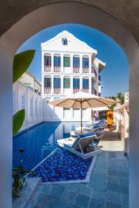 Der Swimmingpool an oder in der Nähe von Cozy Hoian Villas Boutique Hotel