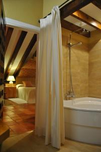 Ett badrum på El Hotel De La Villa